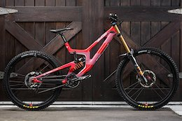 Greg Minnaar vs Luca Shaw vs Loris Vergier: 3 Santa Cruz V10s Head to Head