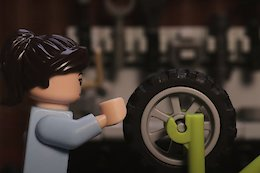Video: Unboxing and Building the Lego MTB