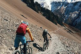 Video: Exploring Nepal's Annapurna Circuit by Bike