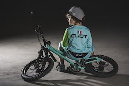 Únic Unveils Custom Kit Range for Younger Riders