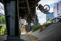 Video: Wyn Masters Sends Creative Gaps in Berlin