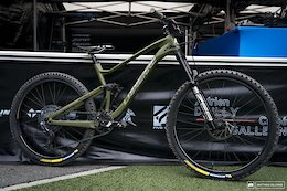 Bike Check: Comparing Isabeau Courdurier and Adrien Dailly's Lapierre Spicys - EWS Zermatt 2020