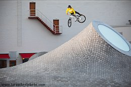 Throwback to simpler times back in october 2019... Antti with a tailwhip at the magnificent Amos Rex museum in central Helsinki. Can't wait for this Corona shitshow to be over so we can visit all these crazy places again!!!