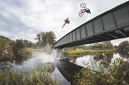 Video: Kriss Kyle, Duncan Shaw, & Robbie Meade Ride eMTBs and Send River Jumps