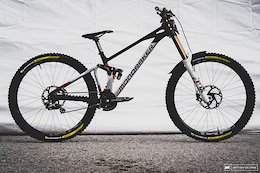 Bike Checks: Brook Macdonald & Laurie Greenland's Mondraker Summums - Crankworx Innsbruck 2020