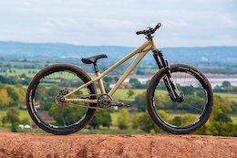 Bike Check: Finley Davies' Commencal Absolut 24""