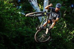 Video: Sunday Sessions Riding Enduro & Jumps with Connor Fearon