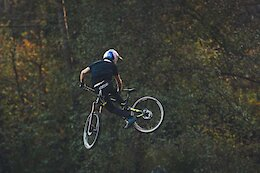 Video: Backyard Sunset Jump Session with Martin Maes & Friends