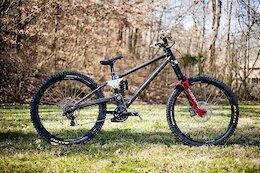 Bike Check: Isak Leivsson's Homemade High Pivot DH Bike has 510mm Chainstays