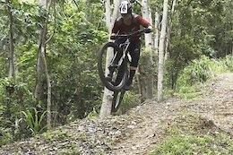 Video: Tracey Hannah Sends the Cairns DH World Cup Track On Her Enduro Bike