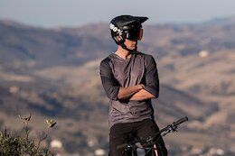 Giant's New Realm MIPS Moto-Inspired Helmet - Pond Beaver 2021