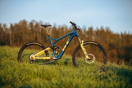 Bike Check: EWS Racer Gilles Franck's GT Force is Painted to Replicate a 1997 GT LTS