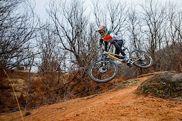 Video: Under-15 Italian Enduro Champion Fully Pinned on Home Trails