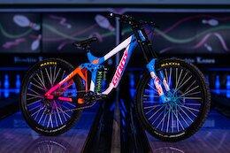 Bike Check: Reece Wallace's Custom, 90s Themed Giant Glory