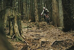 Video: Flat Out DH Bike Shredding on North Shore Trails