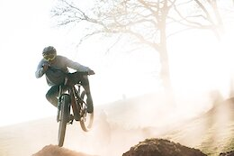 Video: Joel Anderson, Matt Roe & More Rip Dusty eMTB Laps