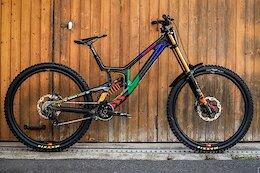 Bike Check: Greg Minnaar's Santa Cruz V10 - Les Gets World Cup DH 2021
