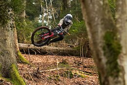 Video: Sculpting Enormous Kickers with Mateo Verdier in Chatel