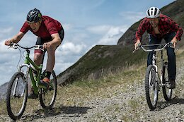 Video: Steve Peat vs Claudio Caluori on Retro Bikes