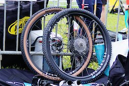 Hunt's Prototype Carbon XC Wheels Have Bladed Carbon Spokes