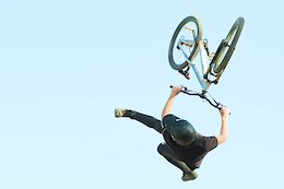 Video: Stylish Dirt Jump Flow in 'No Fluff'