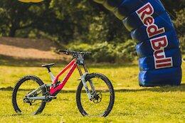 Bike Check: Kaos Seagrave's Canyon Sender - Red Bull Hardline 2021