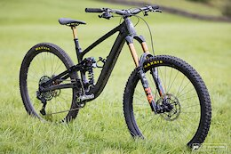 Spotted: Hope's Prototype High Pivot Enduro Bike [Updated with Response from Hope]