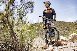 Thor Releases Fall 2022 MTB Apparel Line, Announces Partnership with Aaron Gwin