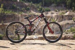 Bike Check: Kade Edwards' & Casey Brown's Trek Sessions - Audi Nines 2021