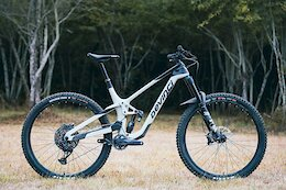 Review: 2022 Devinci Spartan HP - The Sturdy Trail Smasher