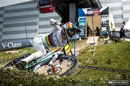 Video: Highlights & Interviews from Qualifying at the Lenzerheide DH World Cup 2021