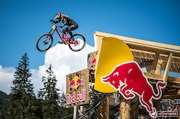 Video Round Up: Big Crashes & Flat Out Racing at the Lenzerheide World Cup DH 2021