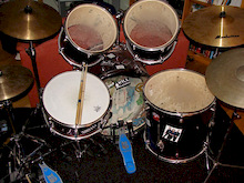 Drums :D  dont ask what they are and the Specs cause I dont know.