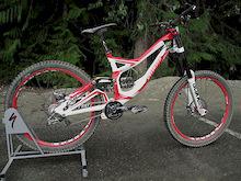 Brendan Fairclough's 2011 Specialized Demo 8 Race Bike: A closer Look!