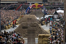 The final riding field for the Red Bull District Ride is set!