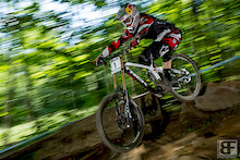 Aaron Gwin. What mroe can you say? Perfect form through the last woods.