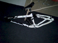 """After painting, with x-fusion shock from the """"old"""" frame, with 8 new bearings, + few stickers Should be ready... soon(?)"""