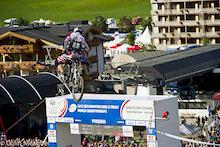 Video: MTB World Championships: Downhill drama