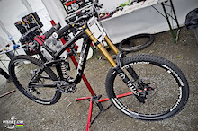 Aaron Gwin's new Bike - UCI World Cup 2012