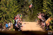 Video: Lone Wolf Productions - Commencal Team Riding Addiction