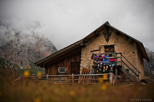 The Trek Gravity Girls chill on their trailride through the dolomites