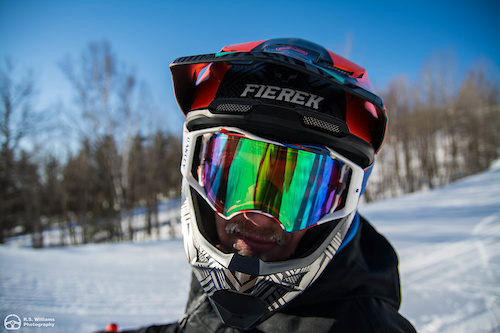 If you look close enough the goggles are iced over on the inside
