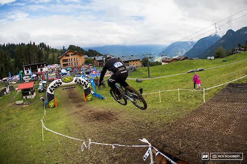 Davide Pallazari sending it into the finish area