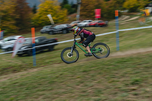 Heading for the finishline at the final round of the IXS DH cup in Bellwald / 