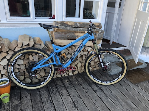 "ready for the next season equipped with BOS DeVille fork, Tune King/Kong hubs , RaceFace Turbine crank, MacRide Childseat spacer, Trickstuff Gandhi seatpostclamp & Deckele / ""Starnut"", Hope Matchmaker & BikeYoke revive remote.