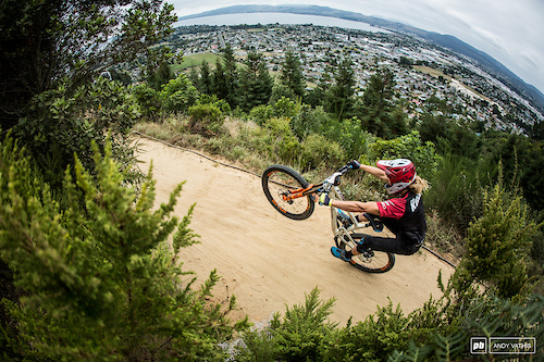 Cody Kelly showing Rotorua how to land in a manual and keep it going.