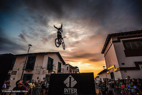 Antoni on the big gaps on an urban course event in PV. Photo credit Nicolas Switalski Altius Events