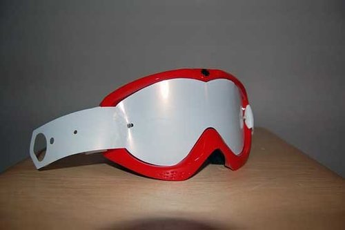 before you even attempt to start fixing tear offs on make sure your lens is clean and dry as are your goggles and goggle bag
