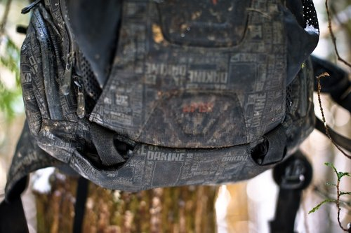 Armor straps ingeniously tuck away to keep from getting caught