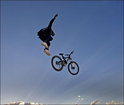 My foot does remind me quite often about this Crankworx Stunt!